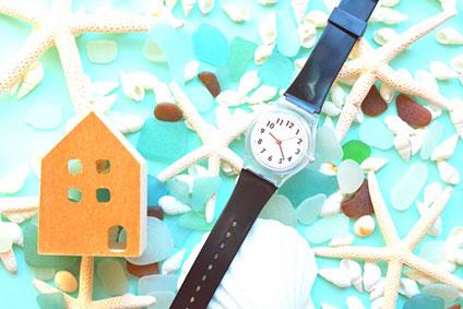時計と家の模型