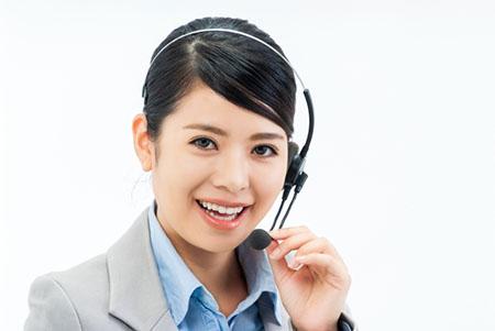 サポートデスクの日本人スタッフ